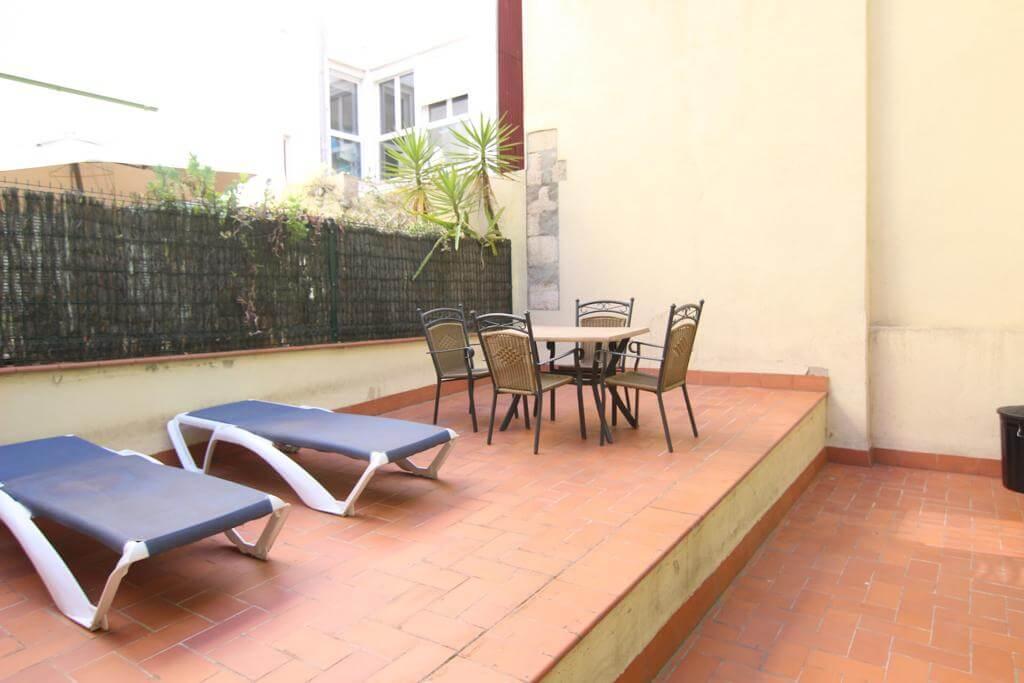 Rue Sant Pere Mes Baix – Terrasse – Urquinaona – min 6 mois