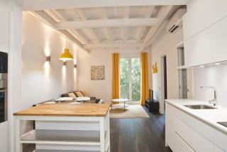 Ad- Flat for rent comte borrell 2 bedrooms