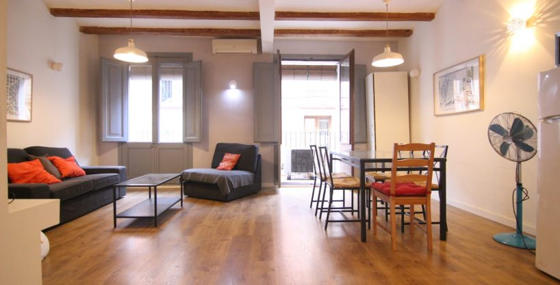 Ad- Flat for rent 3 bedrooms Drassanes