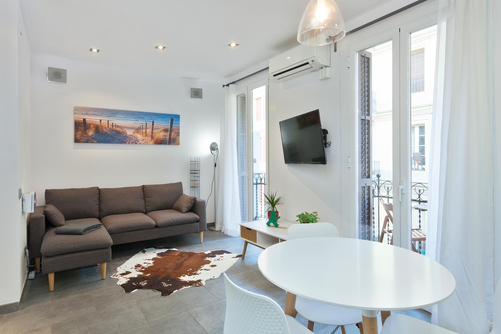 Piso con 2 habitaciones dobles – Carrer Magalhaes