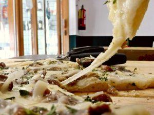 Top 5 mejores pizzas e italianos en Barcelona ipizza casera elaborada 300x225