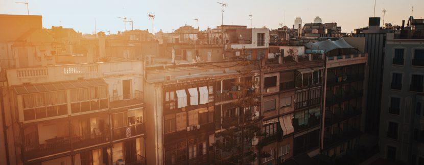 Barrios de Barcelona – Raval george kedenburg iii KO3KbZ0v g4 unsplash 830x323