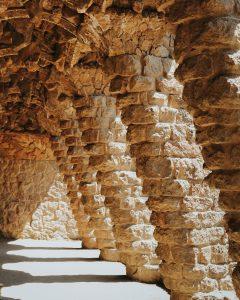 Conociendo a Gaudí a través de sus edificios kristijan arsov yTwSRUy7gqk unsplash 240x300