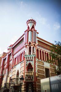 Conociendo a Gaudí a través de sus edificios mitya ivanov JTzIUZTC6pQ unsplash 200x300