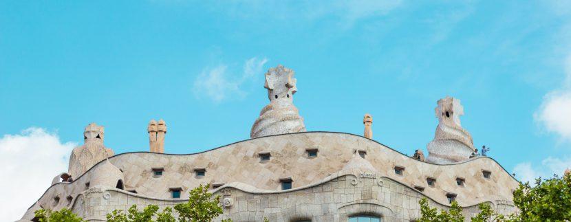 Conociendo a Gaudí a través de sus edificios tyler hendy mCW21DwPxx8 unsplash 830x323