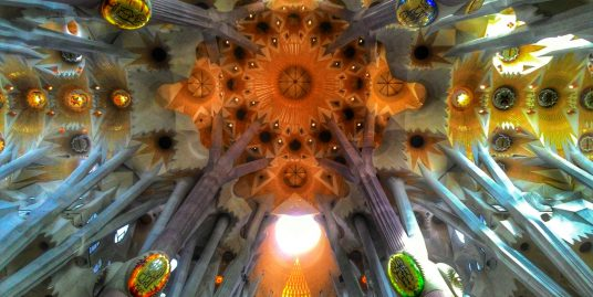Historia de La Sagrada Familia zidonito mcbrain g8LX7zxvHis unsplash 536x269