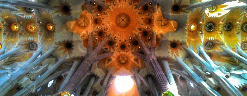 Historia de La Sagrada Familia zidonito mcbrain g8LX7zxvHis unsplash 830x323