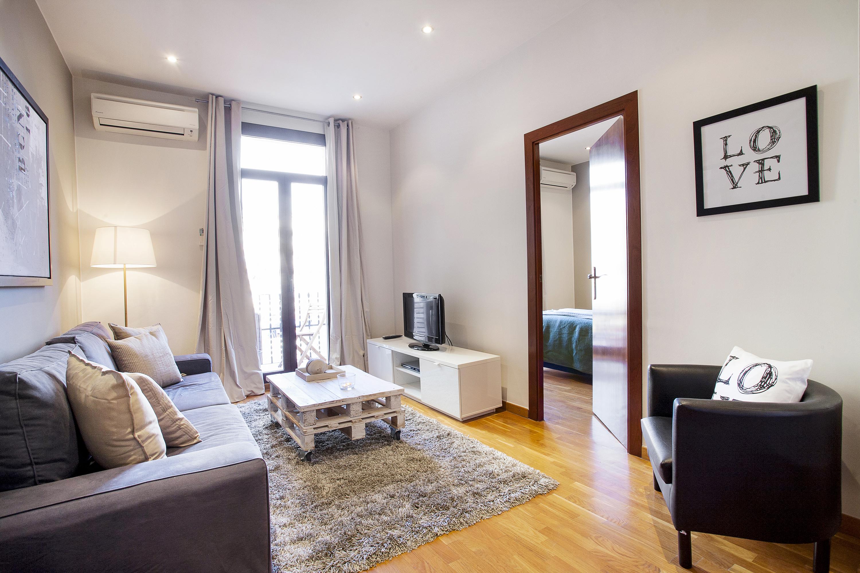 Calle Viladomat 2 bedrooms 1 bath