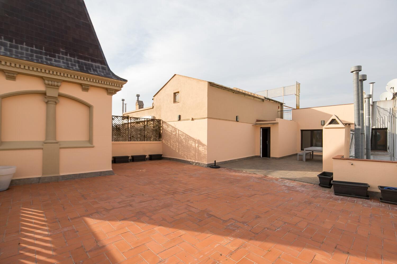 Atico de 120 m2 de terraza privada ronda sant pere